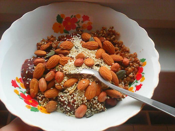 mic dejun - hrisca cu nuci si seminte