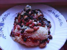 Mic dejun cu mei, nuci, semințe și fructe uscate