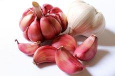 9 beneficii uimitoare ale consumului de usturoi