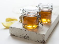 Busuioc, ridiche neagră şi miere – remediul excelent pentru tratarea tusei şi a gripei
