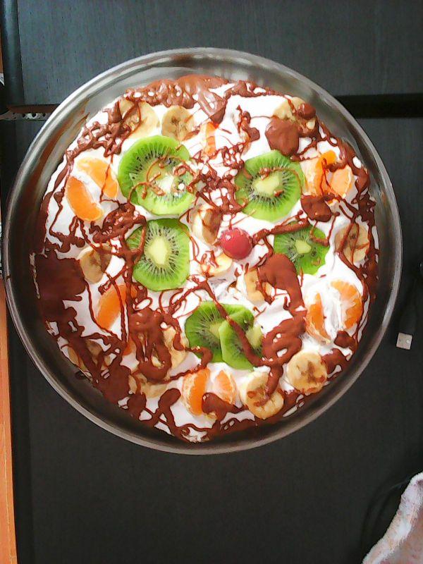 Tort cu fructe și ciocolată din pudră de roșcove