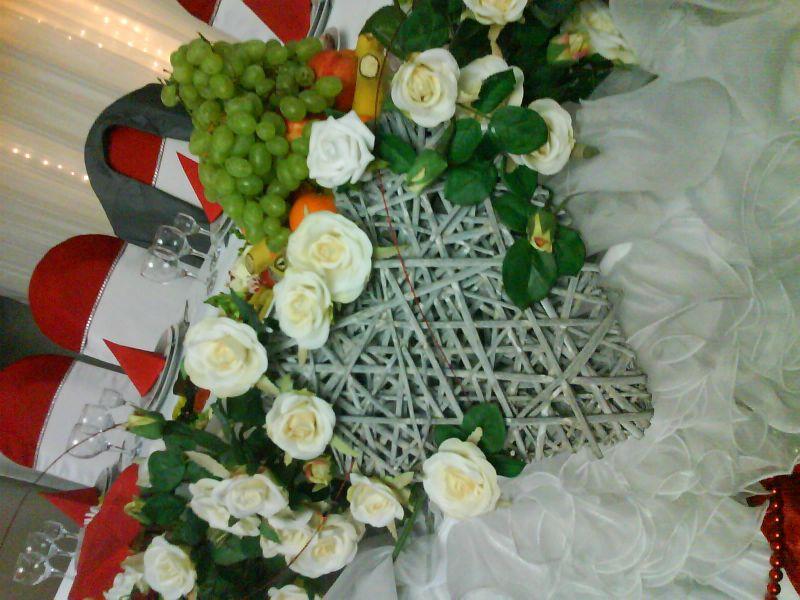 La mulți ani cu decor de fructe și flori!