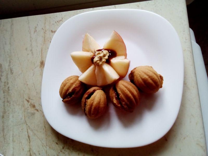 Prăjituri nuci umplute cu prune
