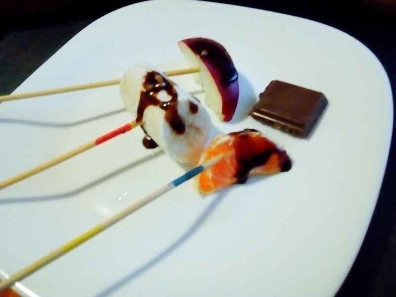 Fructe exotice trase în ciocolată