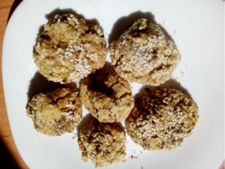 Biscuiți cu stafide și semințe