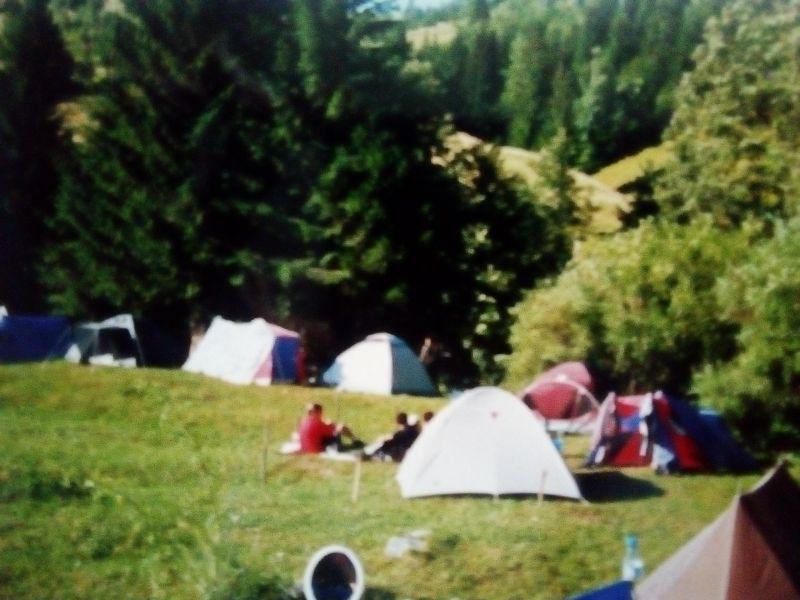 Cu cortul la munte