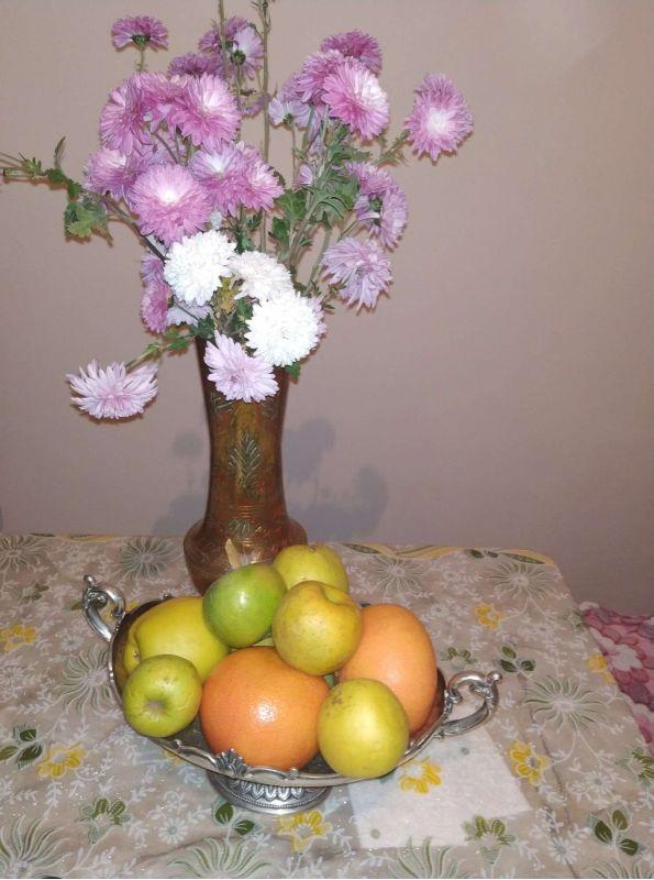 Vaza și fructiera de metal