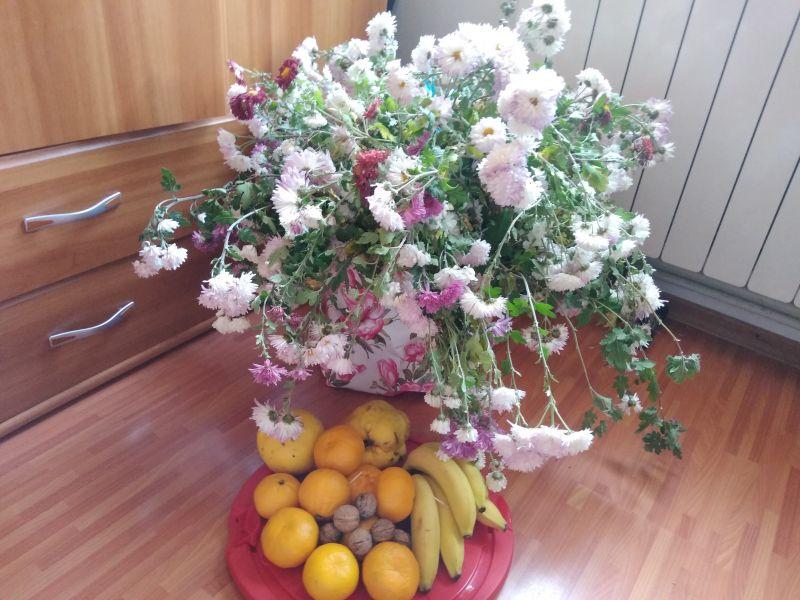 Decor flori și fructe