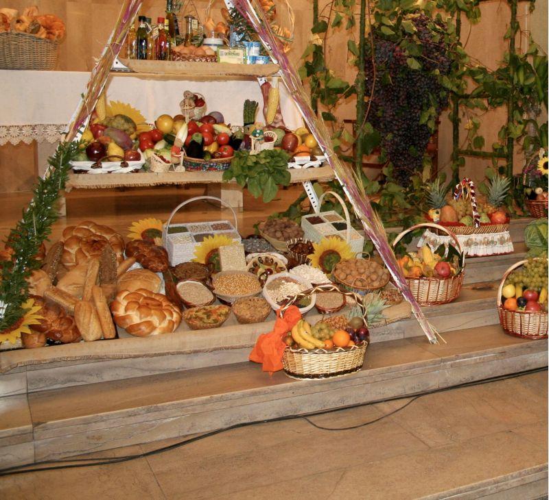 Decor cu fructe, legume și flori