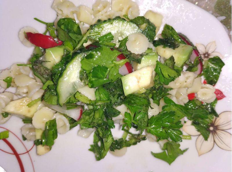 Salata cu paste și legume