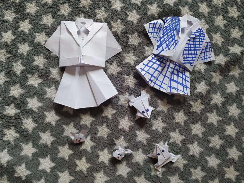 Costume din hârtie