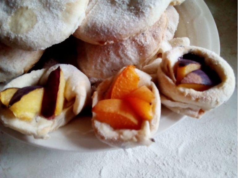 Coșulețe din aluat cu fructe