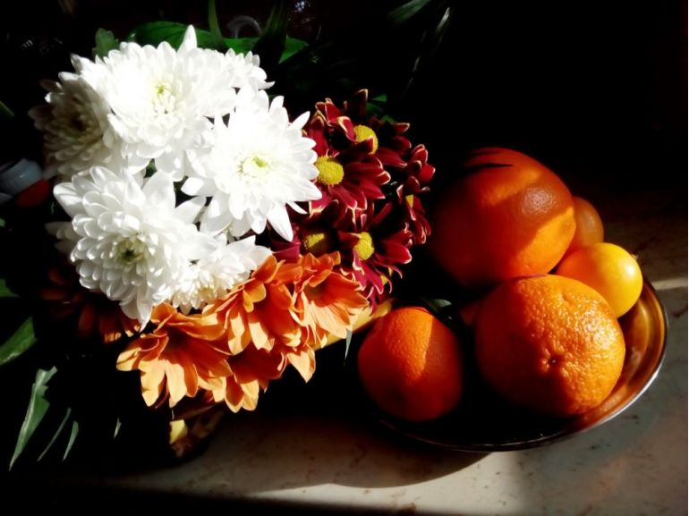 Crizanteme și fructe
