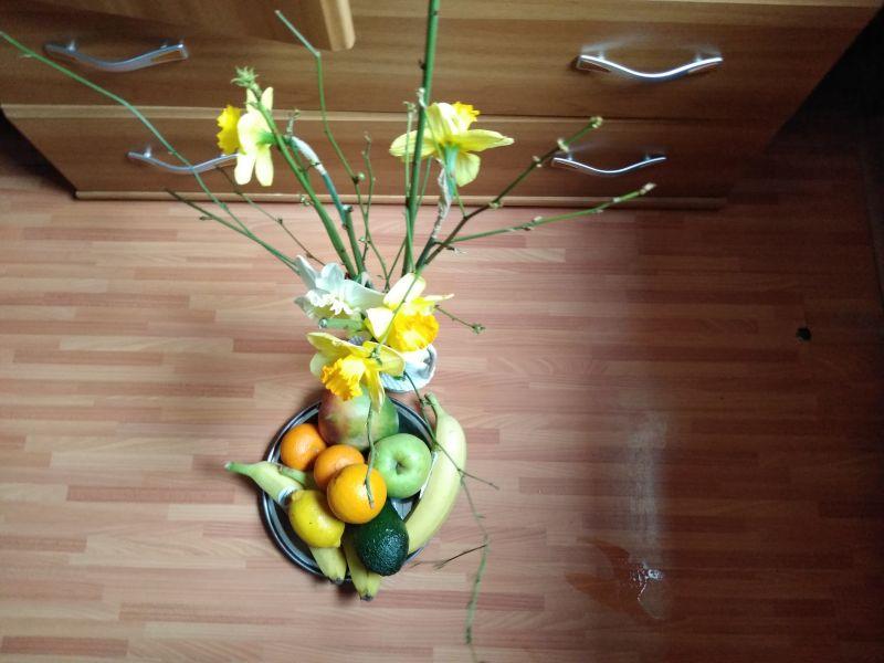 Narcise și fructe