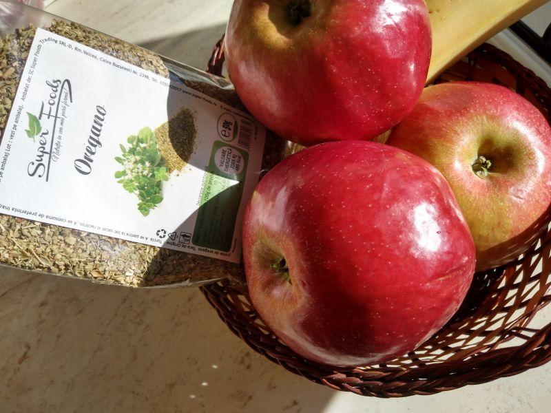 Aranjament de fructe și mirodenii pentru sărbătorile Pascale