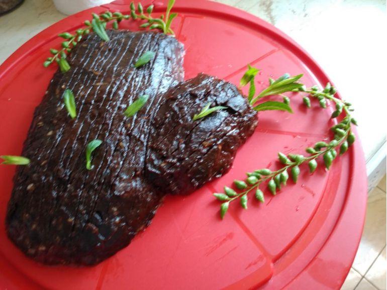 Tort Buturugă din hrișcă și cremă de curmale