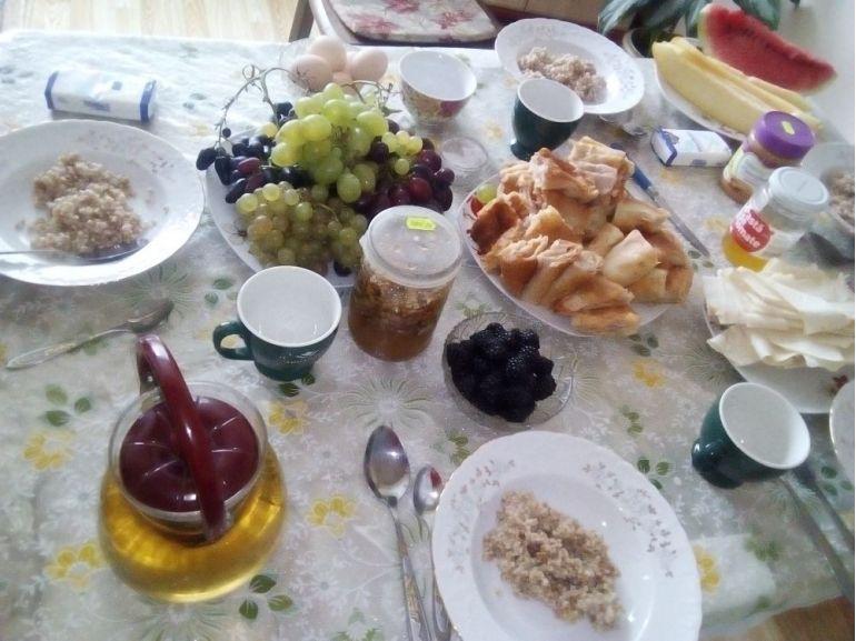 Mic dejun cu hrișcă și fructe
