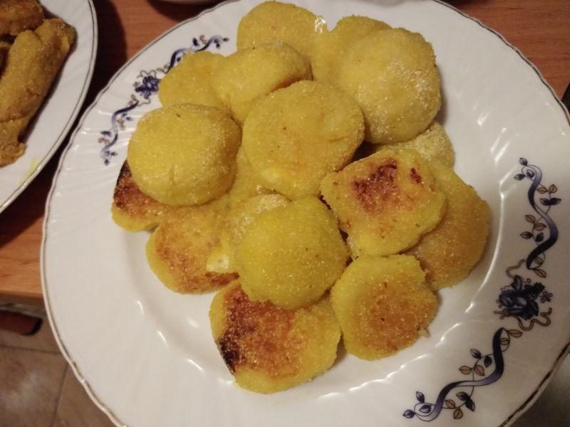Bulete din cartofi, cu turmeric și cașcaval