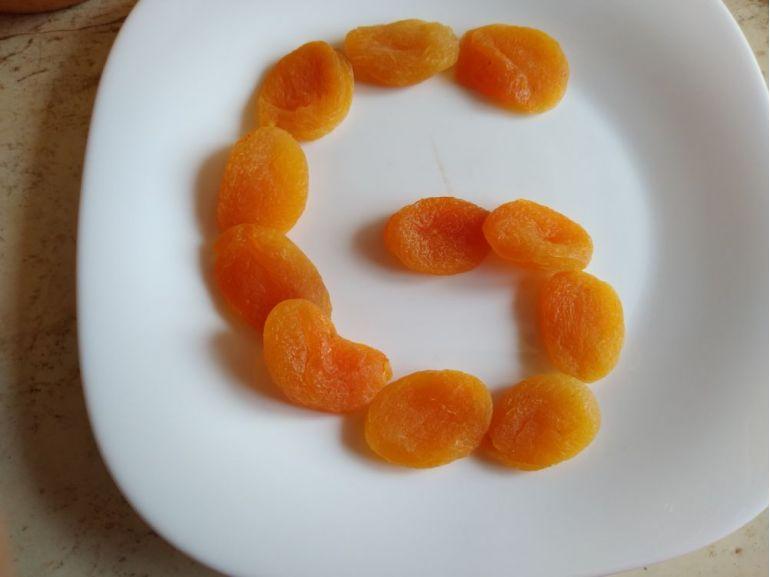 Litere din fructe uscate