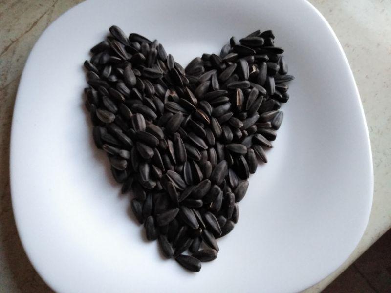Inimă din semințe de floarea-soarelui