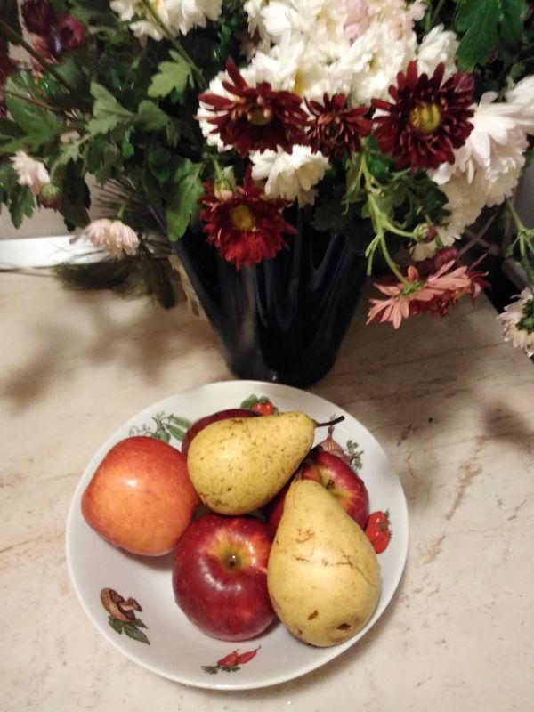 Buchet de flori și fructe