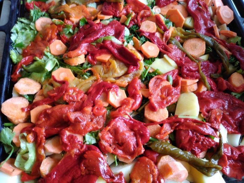 Salată de roșii cu ardei copt