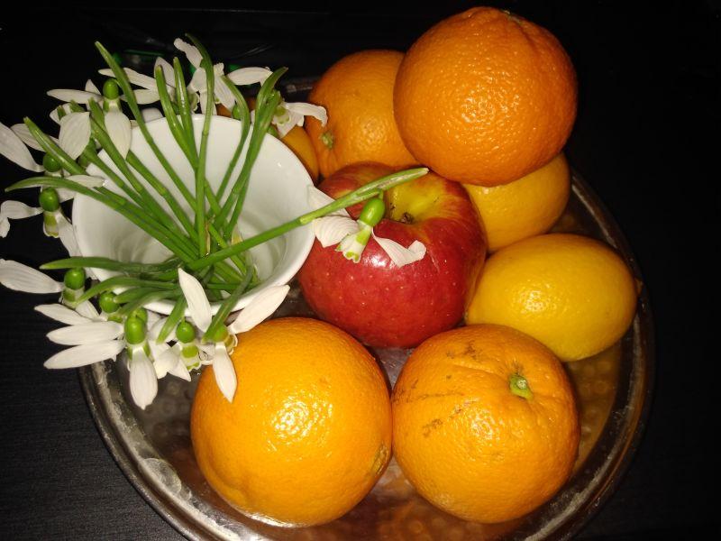 Primăvara - poezie cu fructe