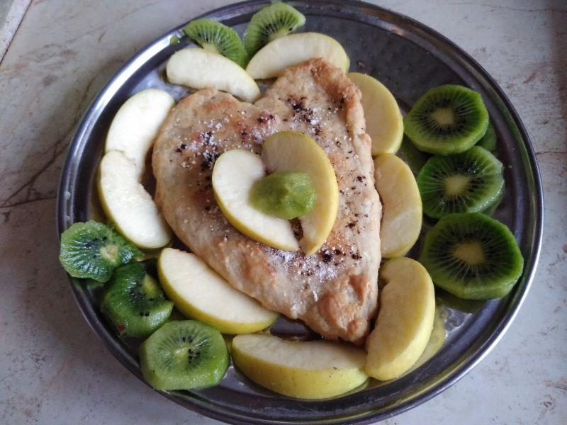 Fluture uriaș din fructe și aluat de gogoși - delicatesă culinară