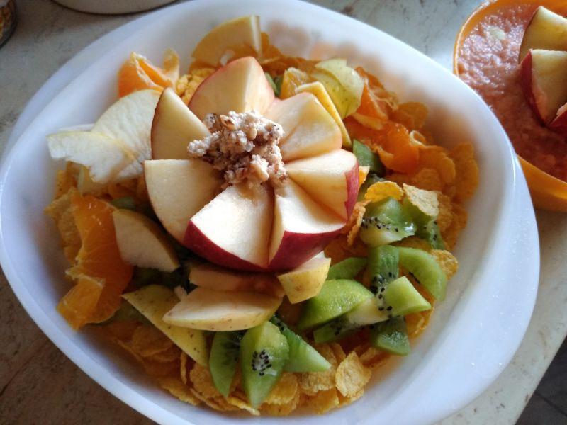 Nufăr din fructe - decorațiune din fructe