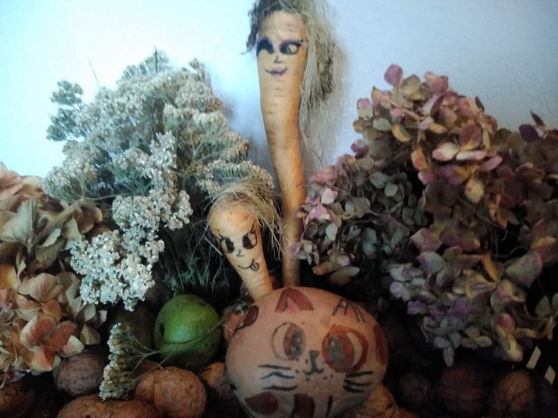 Pisicuțe, cățeluși și păpuși din legume - decor distractiv din legume