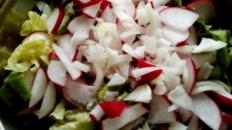 Salate de legume și frunze verzi
