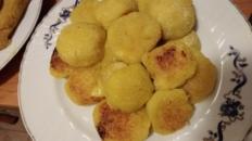 Bulete din cartofi cu turmeric și cașcaval