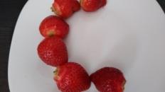 Literele alfabetului limbii române din fructe