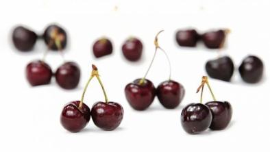 Stop kilogramelor în plus – Cură cu cireşe