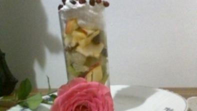Salată de fructe cu migdale
