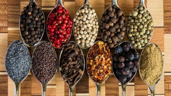 10 condimente şi beneficiile lor