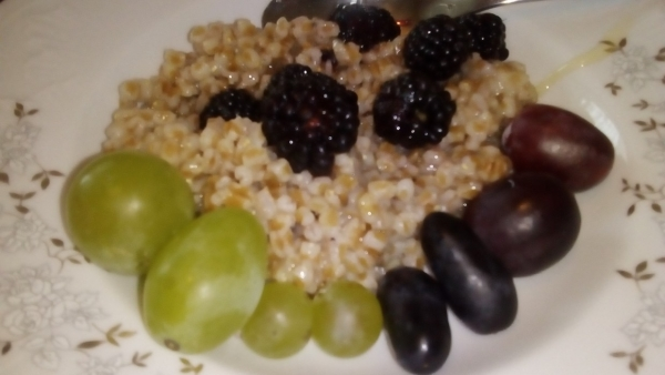 Hrișcă, miere și fructe la mic dejun
