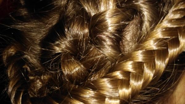 Dă strălucire părului cu ceai din coji de nucă!